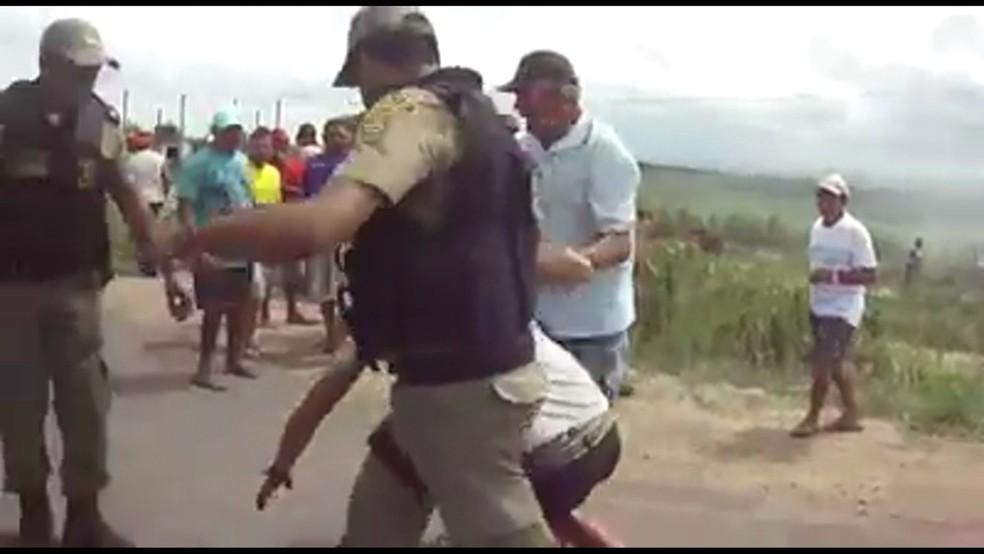 Manifestante foi baleado durante protesto em Itambé — Foto: Reprodução/WhatsApp