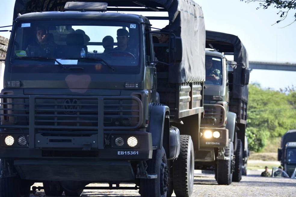 Tropas do Exército, Marinha e Força Aérea deixaram Natal em direção ao interior do RN — Foto: Vitorino Júnior
