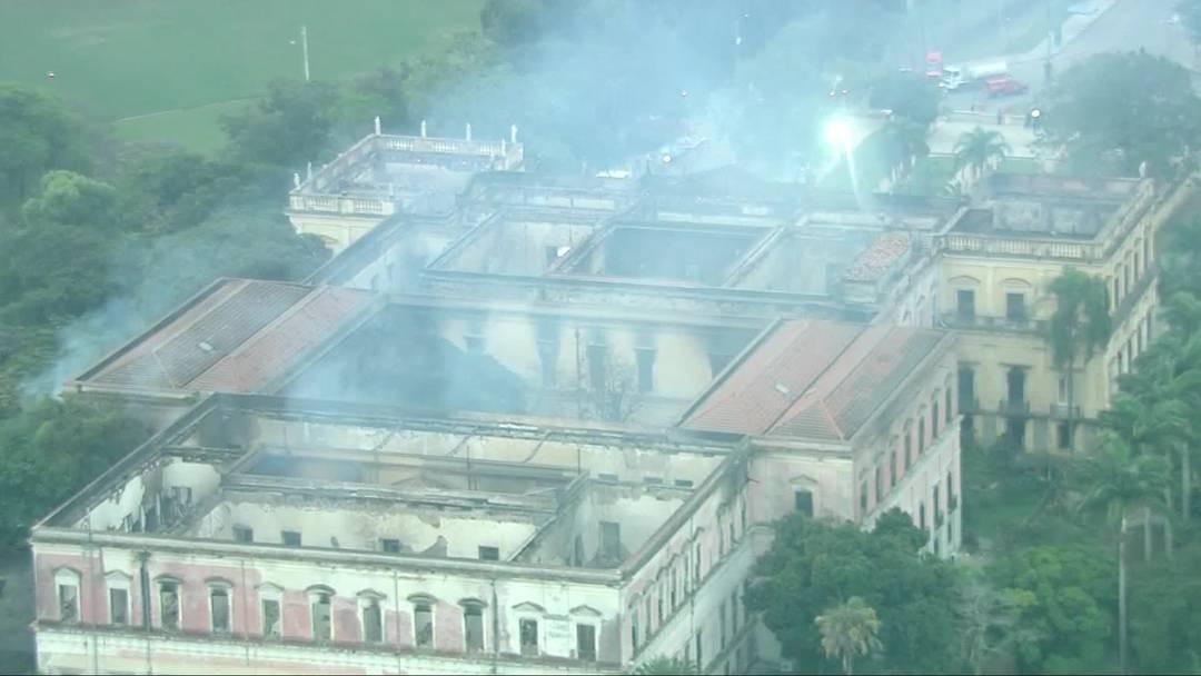 O Palácio de São Cristovão foi parcialmente destruído após incêndio (Foto: Reprodução/ TV Globo)