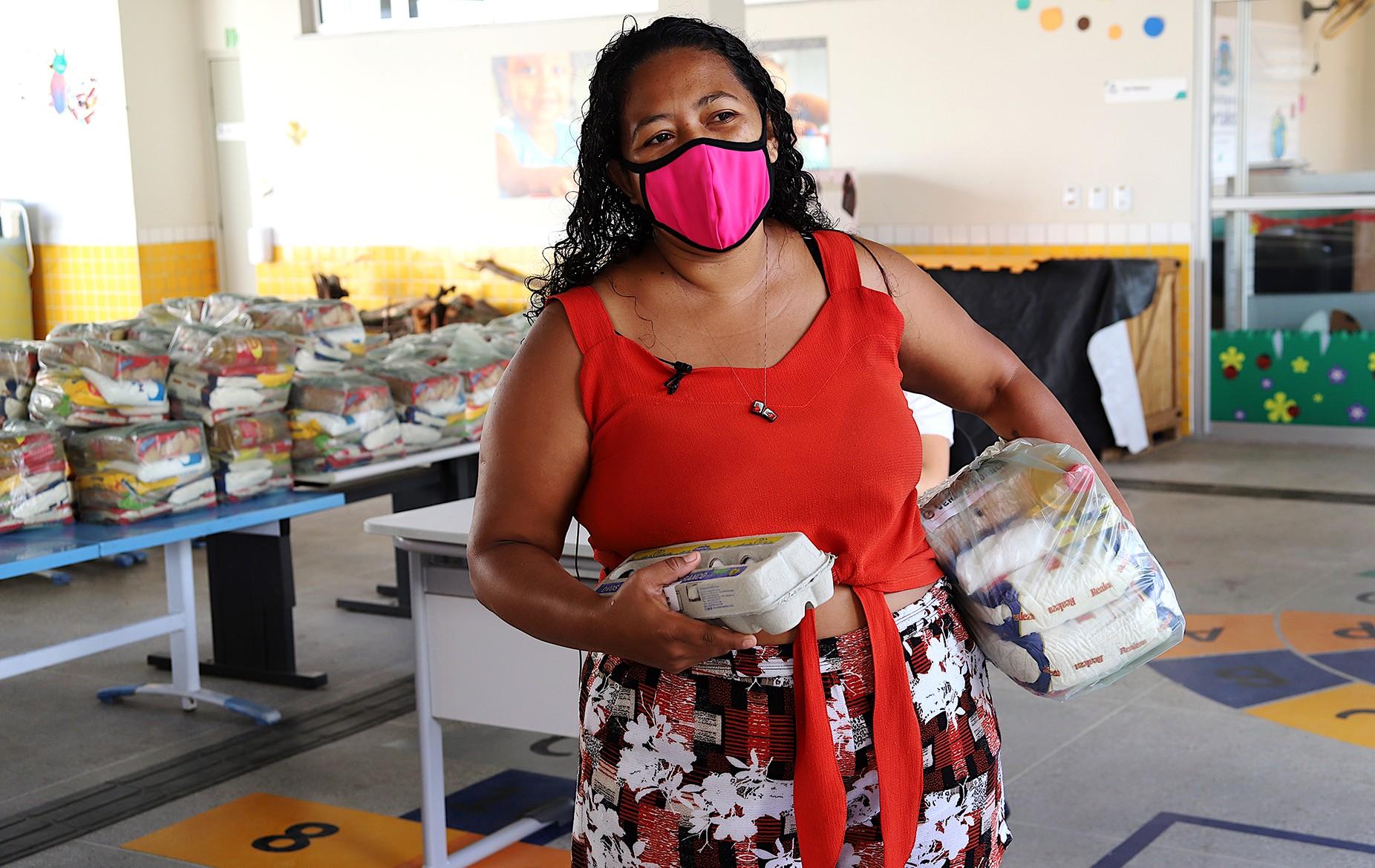 Kits de alimentação para alunos da rede pública municipal começam a ser entregues em Fortaleza; veja como receber