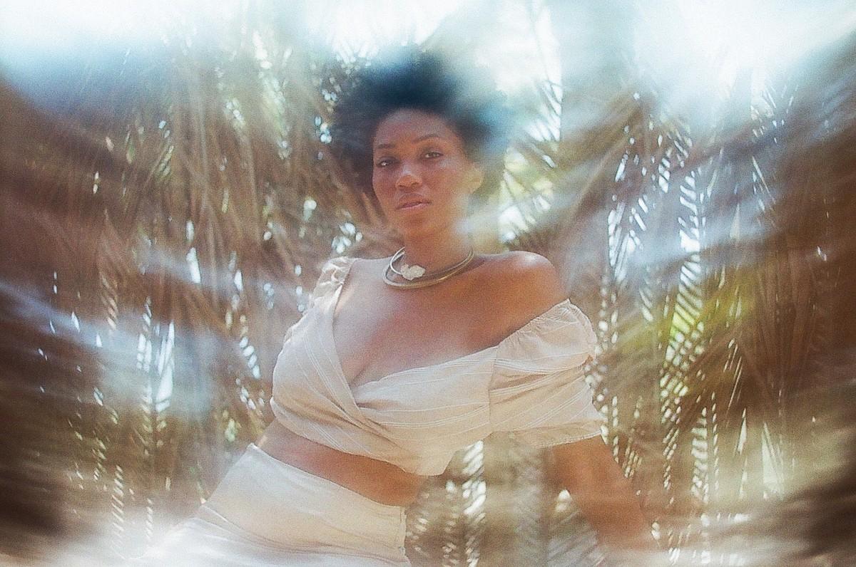 Luedji Luna firma parcerias com escritoras e poetas negras em álbum imerso em referências aquáticas | Blog do Mauro Ferreira