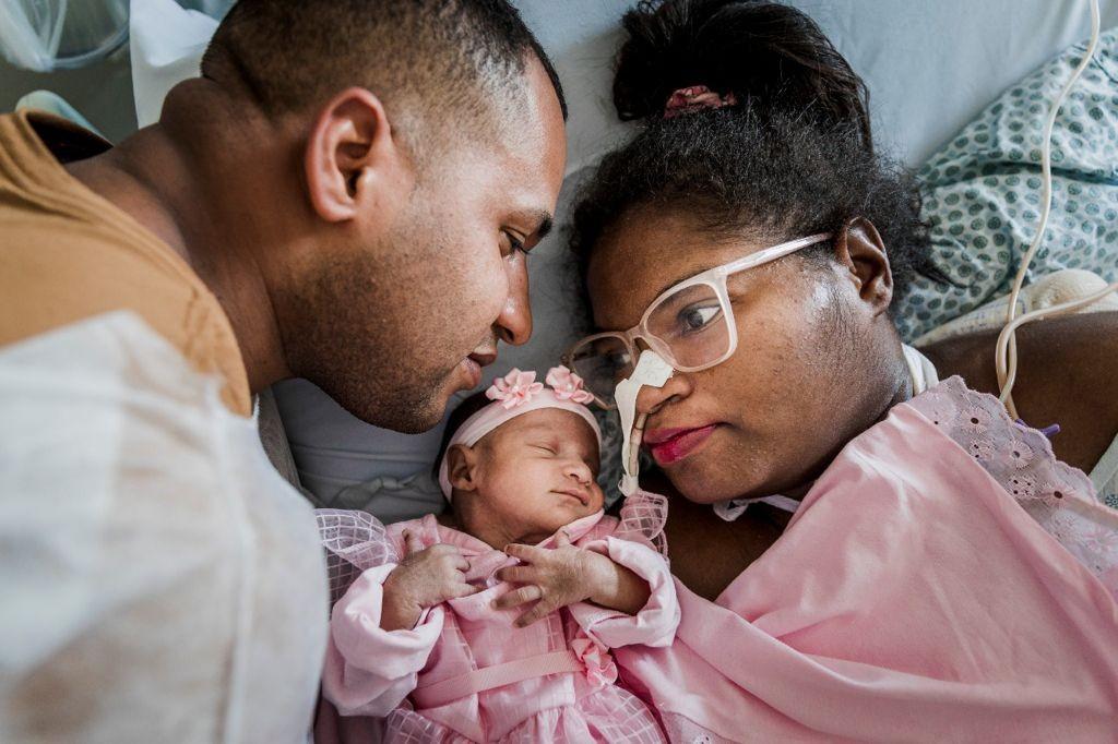 ADEM: o que é a doença que causou a paralisia total da mãe internada há 5 meses em BH