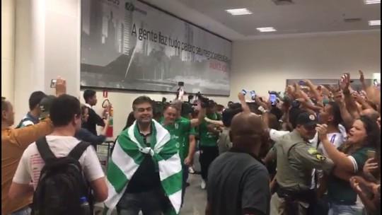 Goiás é recebido com festa após conquista do acesso para a Série A