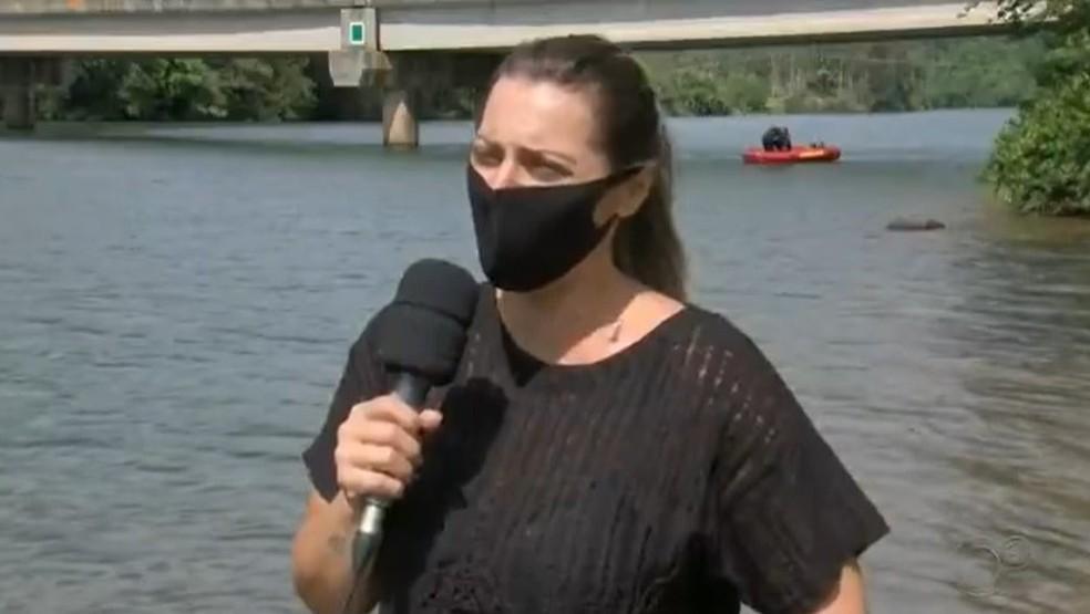Testemunha relata desespero ao presenciar crianças se afogando no Rio Paranapanema — Foto: TV TEM/Reprodução