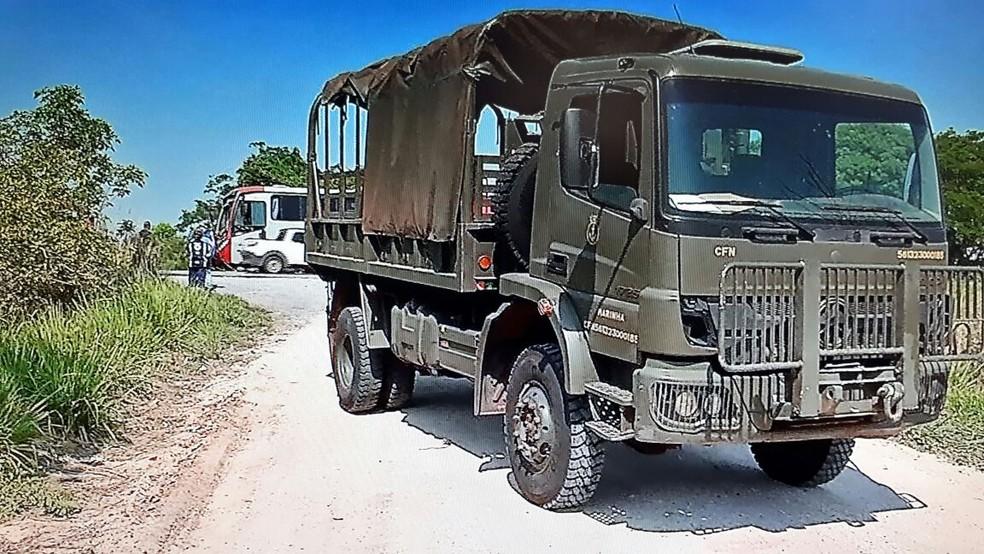 Caminhão transportava militares em Corumbá (Foto: Reprodução/TV Morena)