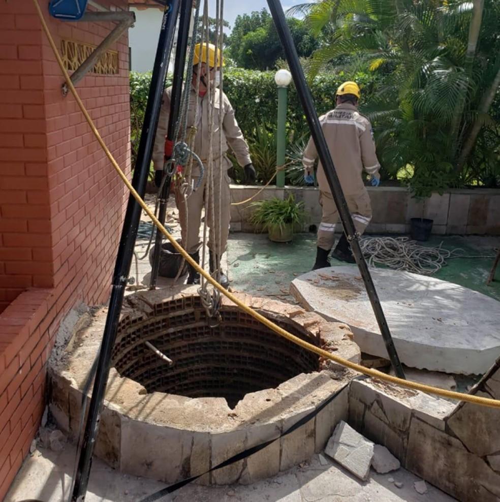 Poço em que cadáver de médico esquartejado foi encontrado, no Grande Recife, tem 25 metros de profundidade (Foto: Polícia Civil/Divulgação)
