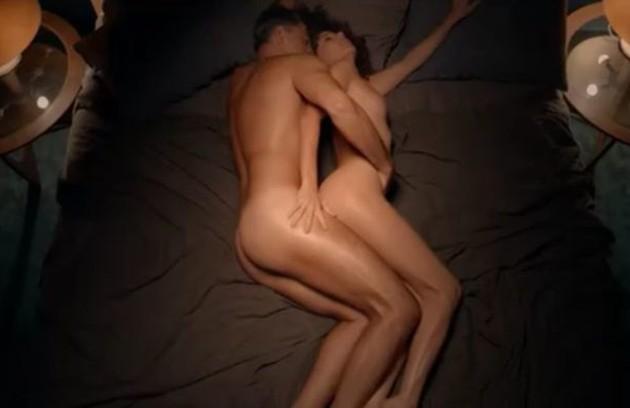 'Desnude', série do GNT com histórias sobre os desejos e fantasias femininas, mostrou cenas ousadas. Eduardo Moscovis e Gabriela Carneiro da Cunha eram marido e mulher  (Foto: Reprodução GNT)