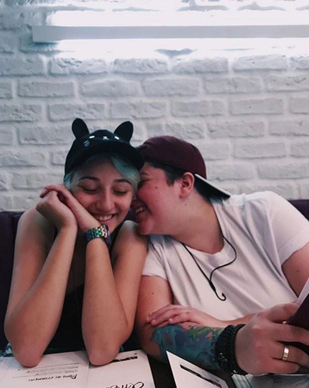 Ana Vilela e namorada (Foto: Agnews)