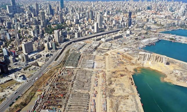 Imagem do porto de Beirute após explosão no começo do mês