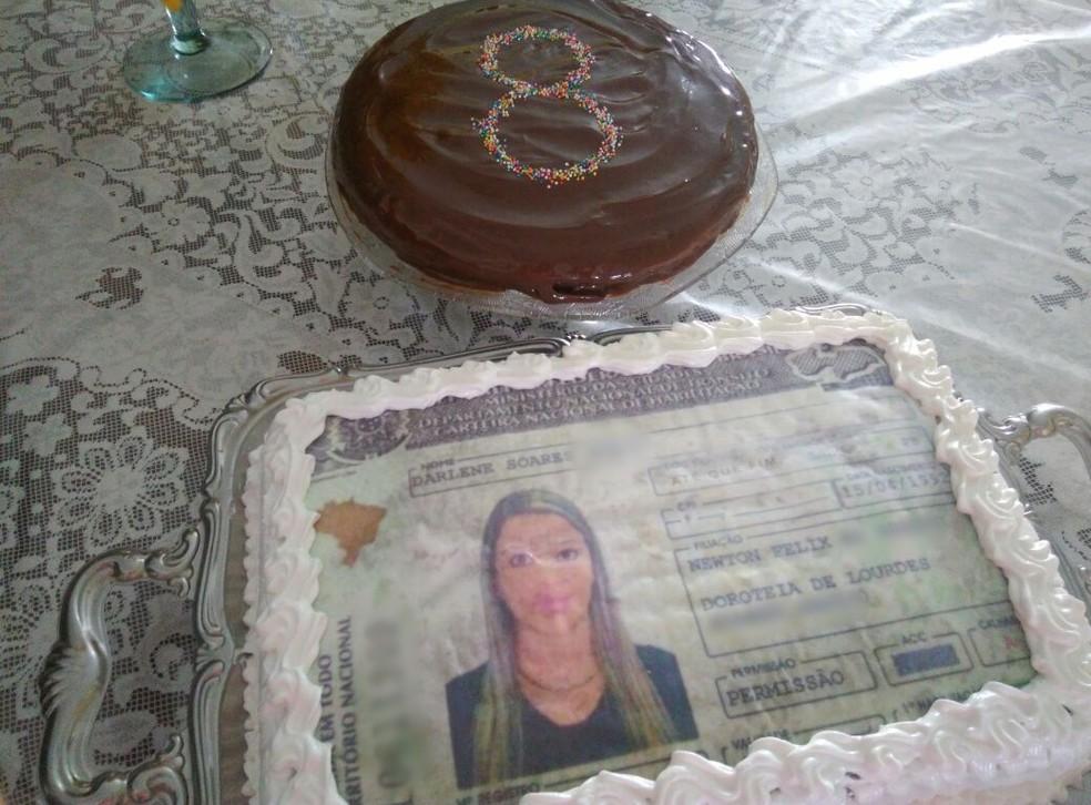 Darlene fez bolo personalizado de CNH para comemorar habilitação após oito reprovações, na Paraíba (Foto: Darlene Soares/Arquivo Pessoal)