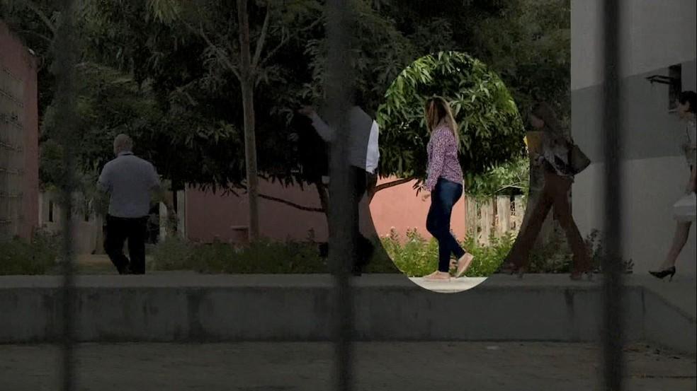Juliana deixando o Fórum de Linhares — Foto: Reprodução/TV Gazeta