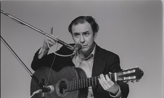 Em ensaio no Canecão, o sempre exigente João Gilberto queixava-se do áudio e cobrava retorno, em 1979