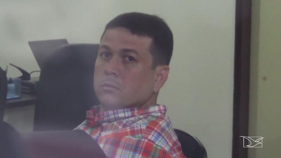 SSP acusa advogado Ricardo de estar com o delegado Tiago Bardal próximo a um porto que servia para receber mercadorias contrabandeadas (Foto: Reprodução/TV Mirante)