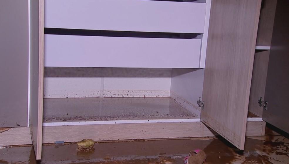 Moradora tinha acabado de comprar armários novos em Bauru — Foto: Willian Silva/ TV TEM