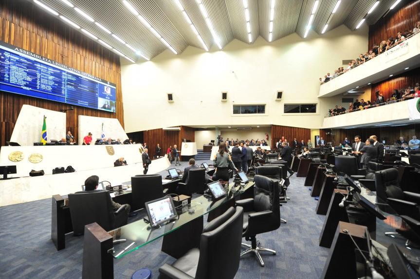 Deputados do Paraná aprovam fim de licenças-prêmio para novos servidores - Notícias - Plantão Diário