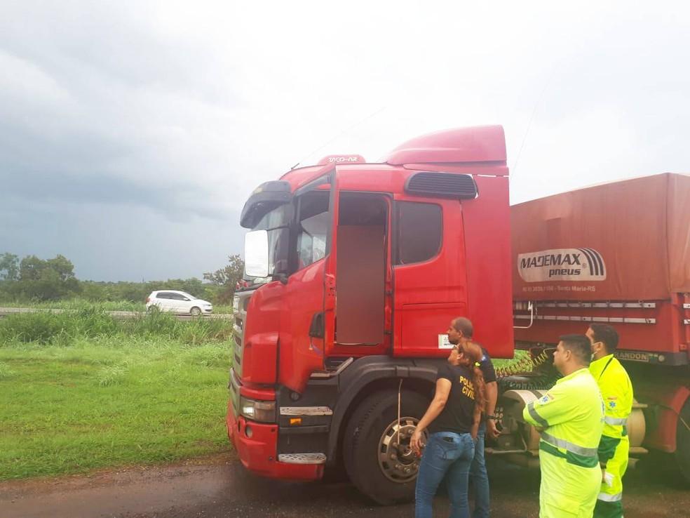 Motorista foi encontrado morto às margens de rodovia — Foto: Polícia Militar de Mato Grosso/Divulgação