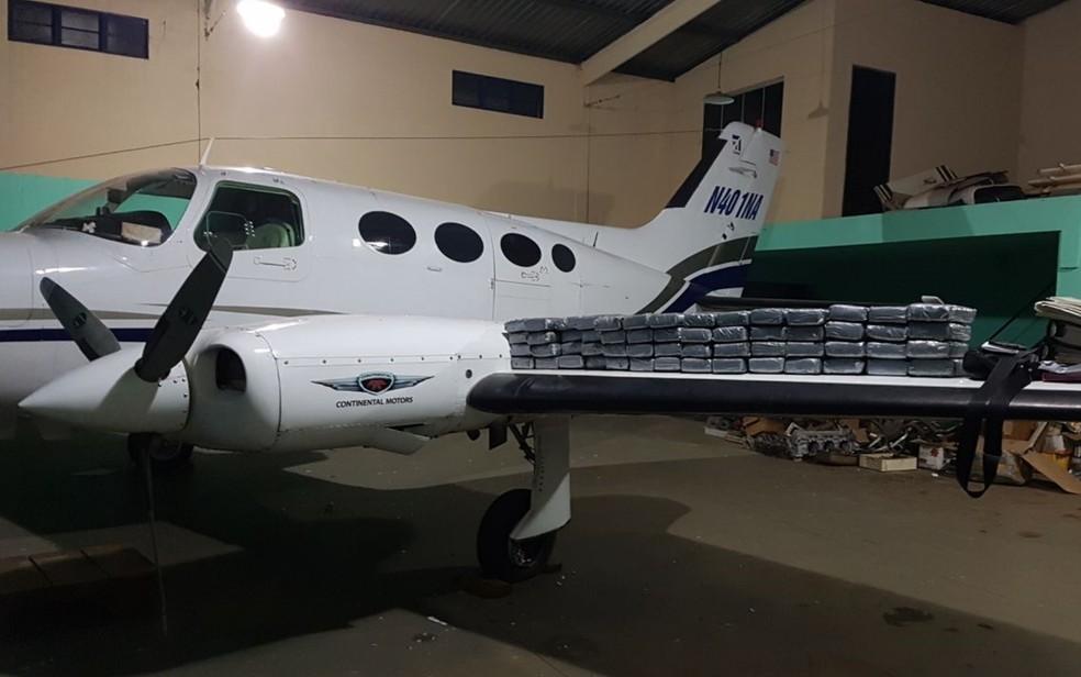 Avião dos EUA foi apreendido com cocaína em Goiânia; irmãos espanhóis foram presos (Foto: Reprodução/TV Anhanguera)