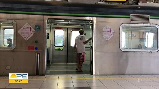 Sem dinheiro para pagar seguranças em 'vagão rosa', metrô do Recife avalia separar passageiros em plataforma de embarque