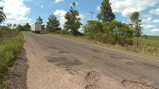 Rodovias estaduais esburacadas causam transtornos a motoristas e moradores no RS
