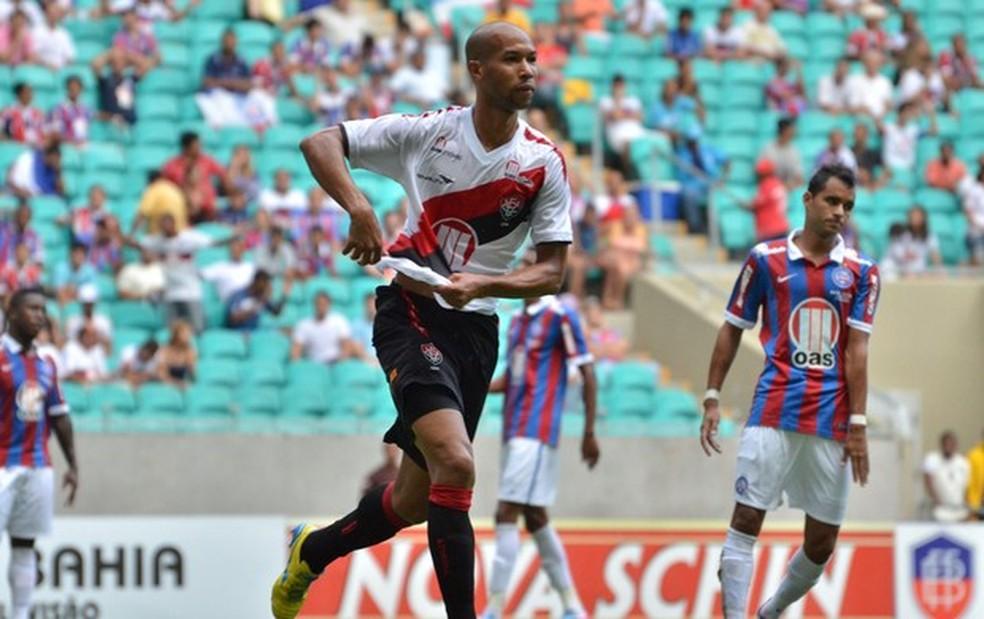 Dinei comemora gols no Ba-Vi da final do Baiano de 2013 — Foto: Erik Abel/Agência Estado