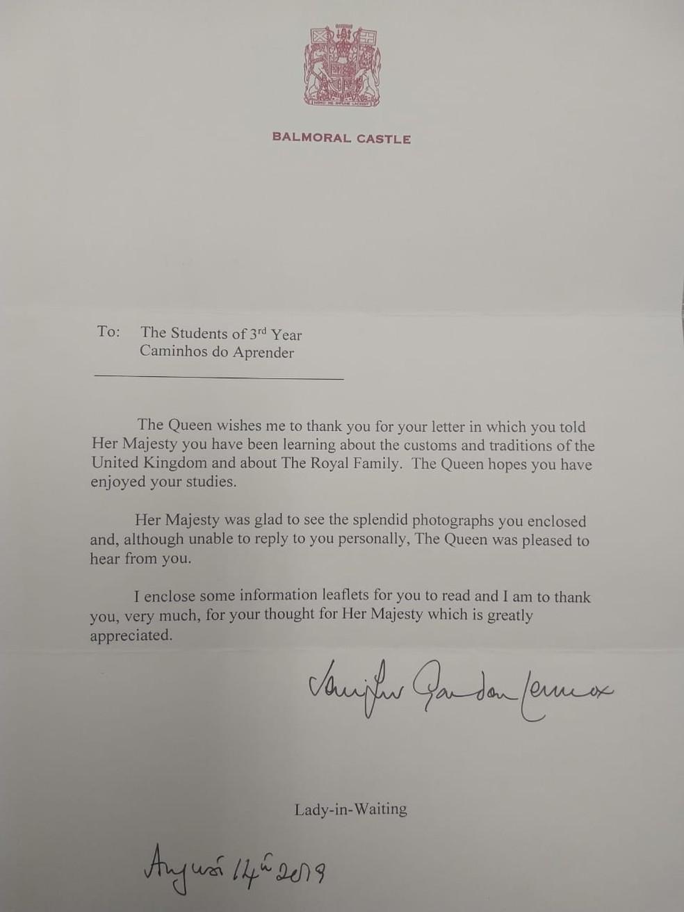 Carta da Rainha Elizabeth II aos alunos da escola Caminhos do Aprender — Foto: Reprodução