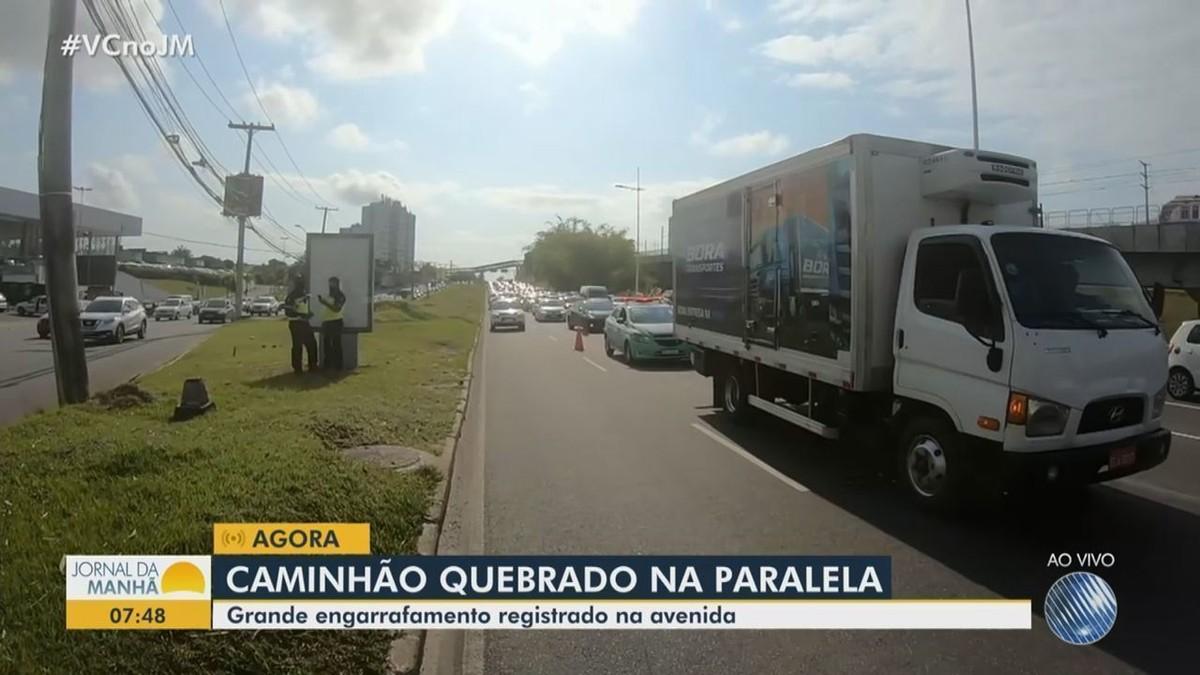 Caminhão quebrado na Av. Paralela deixa trânsito congestionado em Salvador