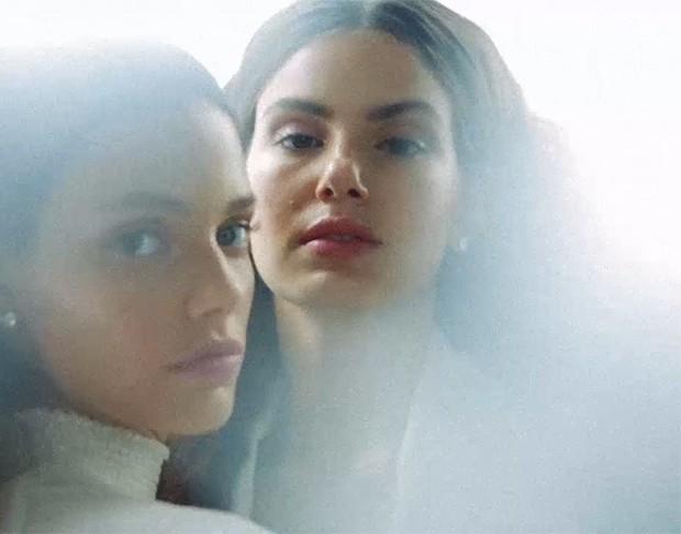 Laura Neiva e Camila Queiroz (Foto: Reprodução)