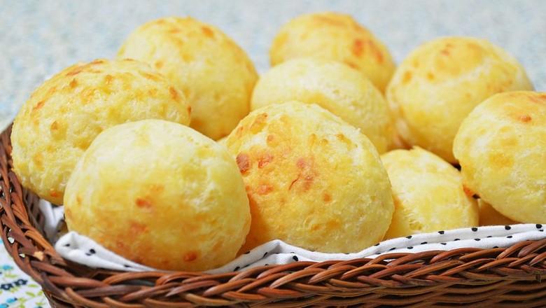 Pão de queijo recheado com queijo. Hmmmm! (Foto: Murilo manzini/Wikimedia Commons)