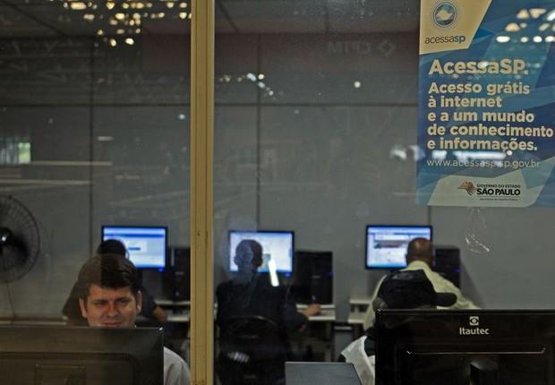 Telecentro na estação Palmeiras - Barra Funda da CPTM, em São Paulo. internet, computador (Foto: Rovena Rosa/Agência Brasil)