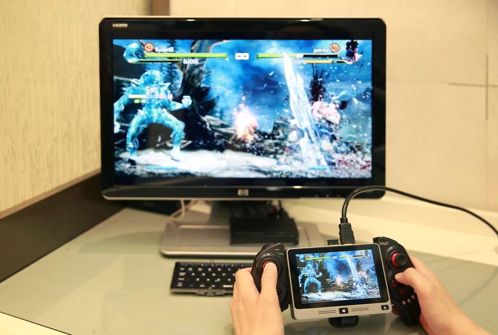 Joystick pode ser acoplado no Mi Mini PC para ajudar em jogos (Foto: Divulgação/MiPCWorld)