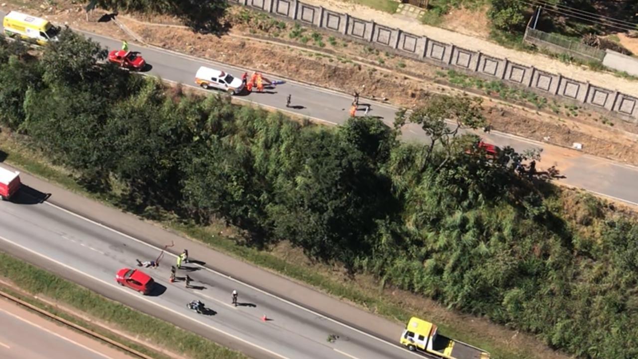 Duas pessoas sem cinto de segurança são lançadas para fora do carro e morrem em acidente na BR-040, na Grande BH
