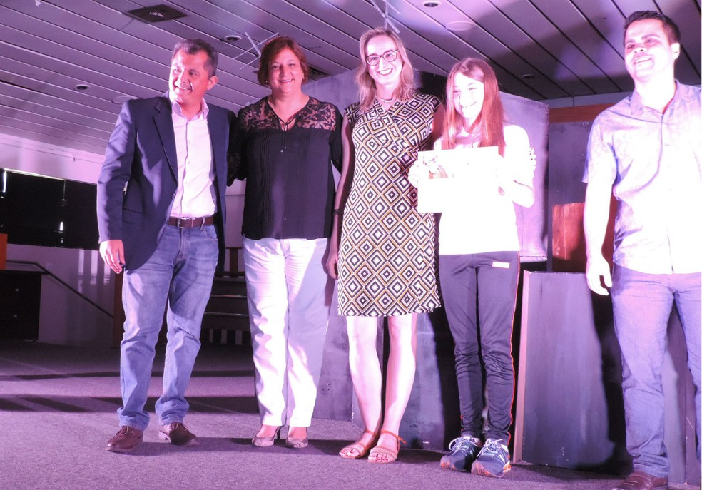 Lívia Zapaterra, estudante do Sesi, de Marília, foi a vencedora na categoria Narrativa de Aventura  (Foto: Sérgio Pais / G1 )