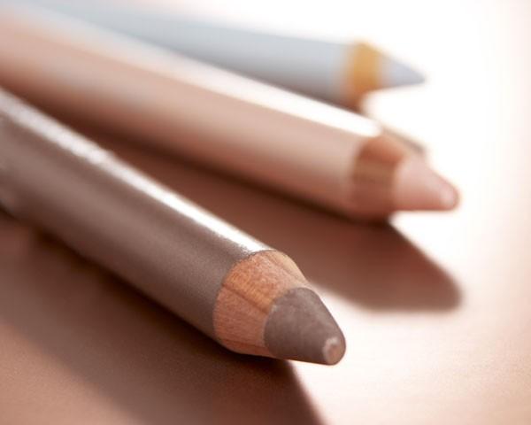 O lápis ganha novas funções na maquiagem (Foto: Think Stock)