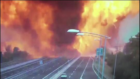 Explosão em estrada perto do aeroporto de Bolonha deixa morto e feridos; parte de viaduto desaba