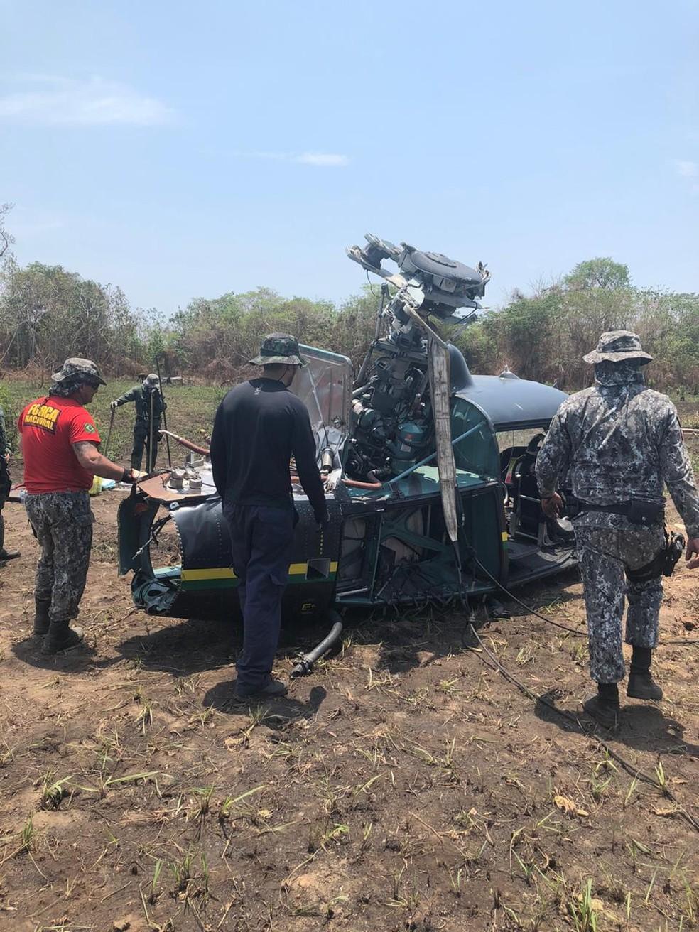 Destroços de helicóptero da Força Nacional que caiu no Pantanal são removidos em Mato Grosso — Foto: Ciopaer/MT