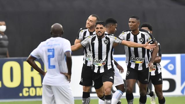 Daniel Borges comemora o segundo gol do Botafogo