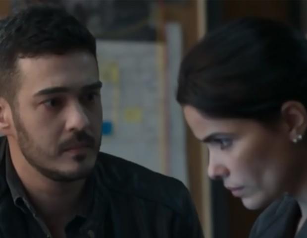 Marcos Veras e Vanessa Giácomo, como Domênico e Antônia, na novela Pega Pega (Foto: TV Globo)