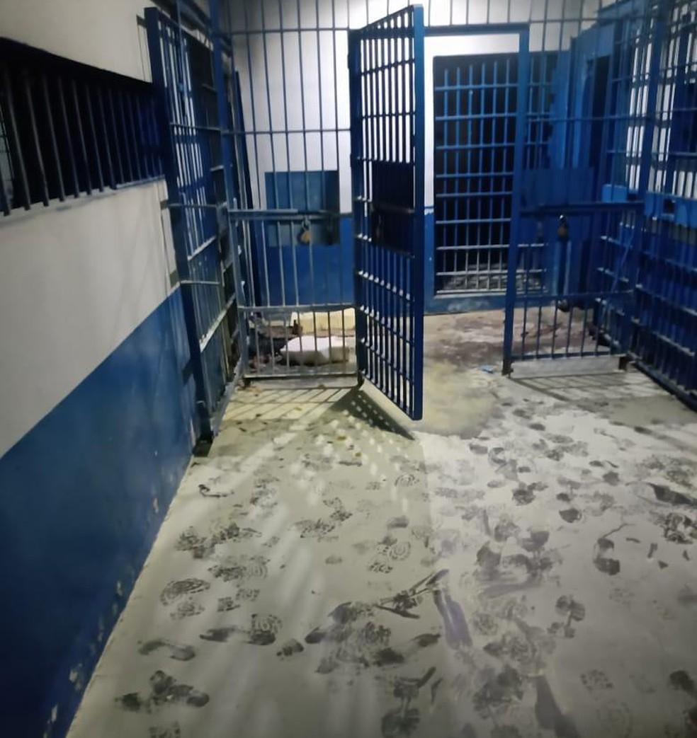 Agentes conseguiram deter os adolescentes antes que saíssem do socioeducativo — Foto: Divulgação