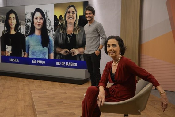 Bruno Barros e Vera Barroso no novo cenário do 'Sem censura' (Foto: Fernando Frazão)