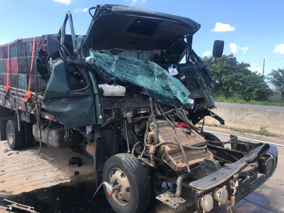 Acidente aconteceu na altura do Distrito Industrial do município  (Foto: Divulgação/PRF)