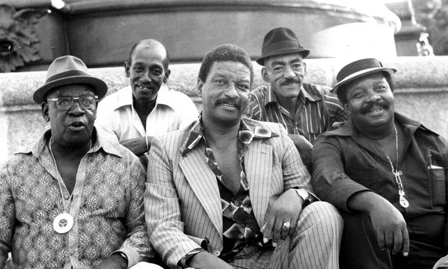 Parte da Velha Guarda da Mangueira em 1980: Babaú, Nelson Sargento, Xangô da Mangueira, Padeirinho e Jorge Zagaia