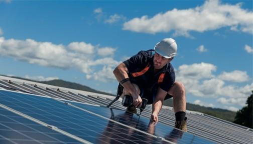 Para o produtor rural, a instalação de usinas próprias de energia gera redução de custos  (Foto: Thinkstock)