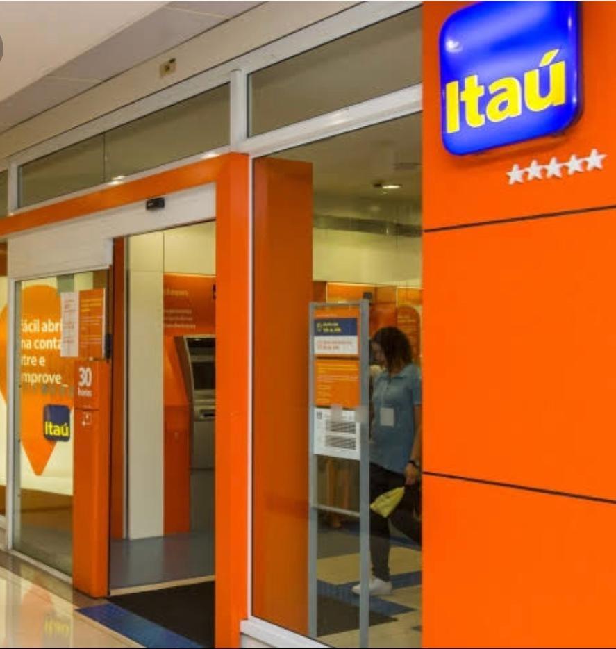 Banco Itaú terá que indenizar cliente  presa em porta giratória