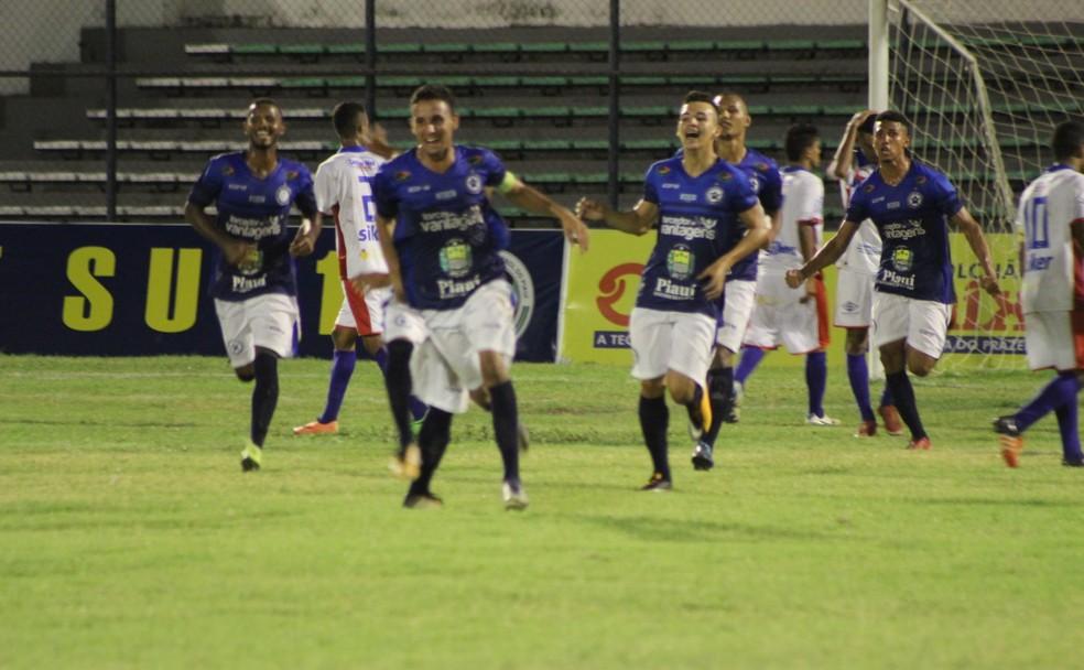 Piauí x Parnahyba  (Foto: Stephanie Pacheco/GloboEsporte.com)