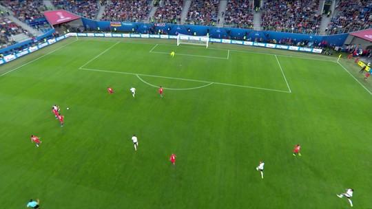 """Vidal lamenta chances perdidas, apoia Díaz e diz que Chile """"merecia vitória"""""""