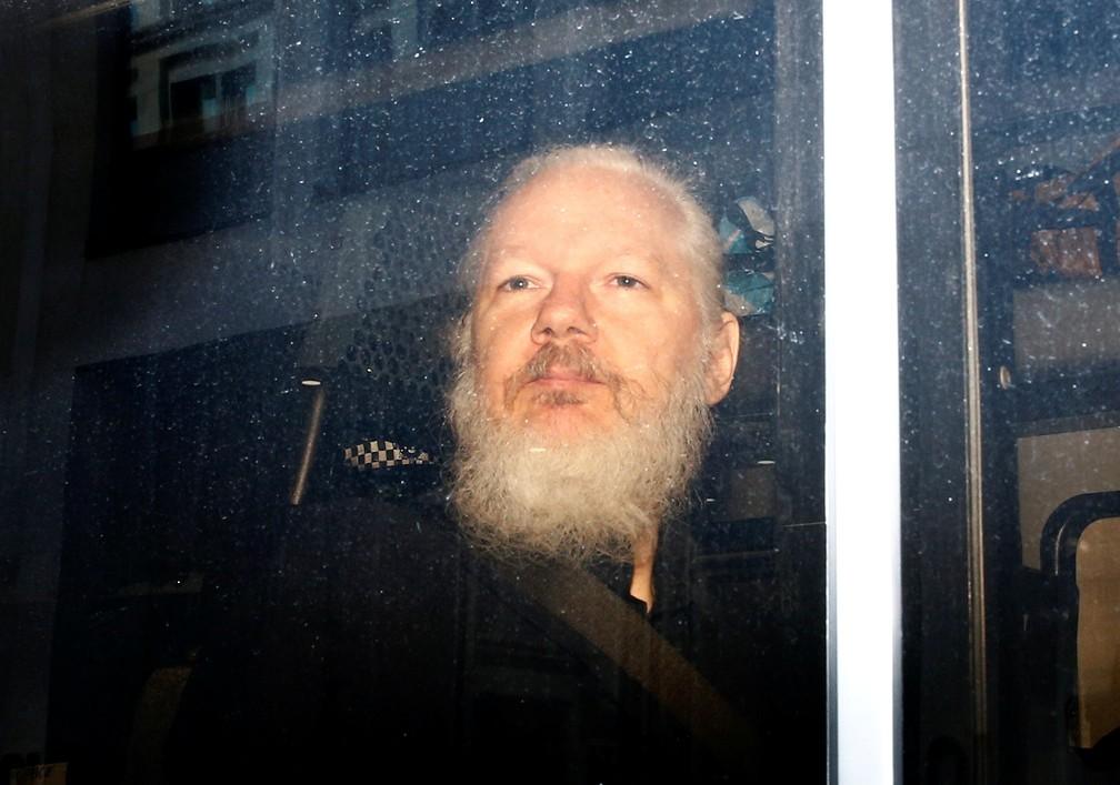 Julian Assange é preso em Londres — Foto: Henry Nicholls/Reuters
