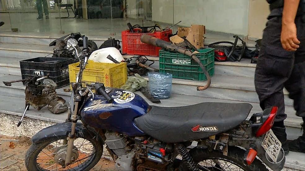 Polícia conseguiu identificar peças de pelo menos três motocicletas roubadas. — Foto: Reprodução Inter TV Cabugi.