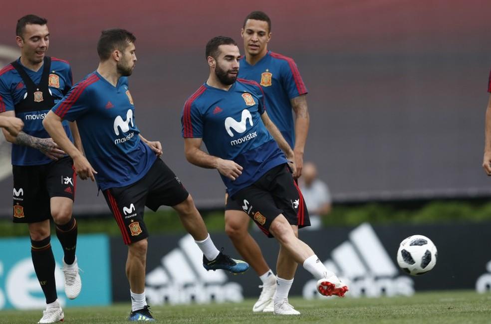 751f929939 ... Carvajal participa do treino da Espanha e pode ser novidade na lateral  direita (Foto