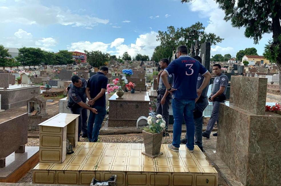 Suspeito do disparo se escondeu no Cemitério da Saudade de Lins, onde foi preso pela PM — Foto: J. Serafim/Divulgação