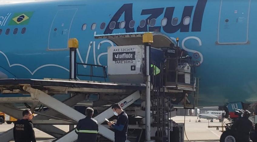 Covid-19: avião com 2 milhões de doses da vacina da Janssen doadas pelos EUA chega ao Brasil